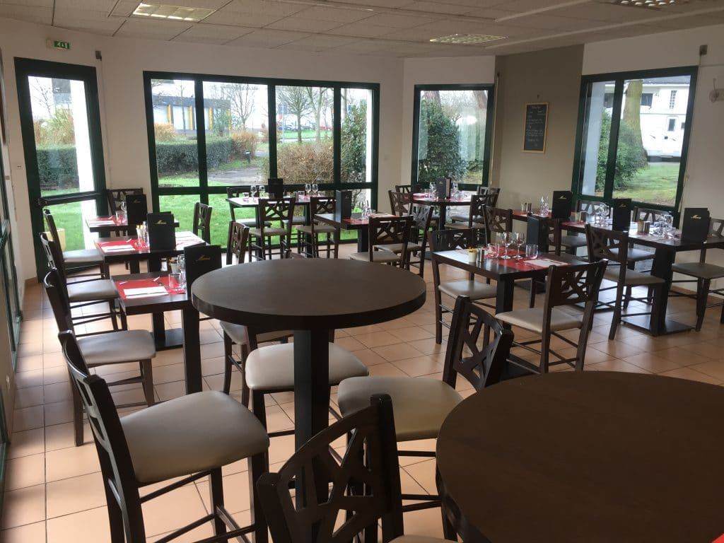 salle restaurant 50 personne traditionnel